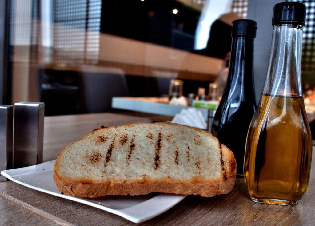 Pan con aceite de oliva la combinacion perfecta1920