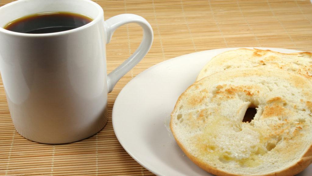 En un estudio realizado en varios países el pan es el protagonista del desayuno1920
