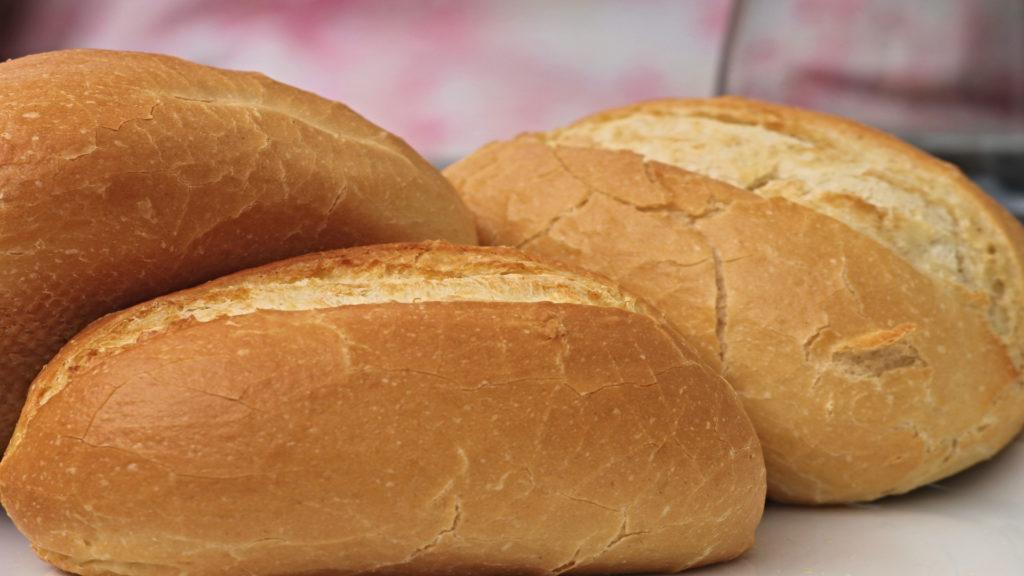 El pan es indispensable en verano.1920